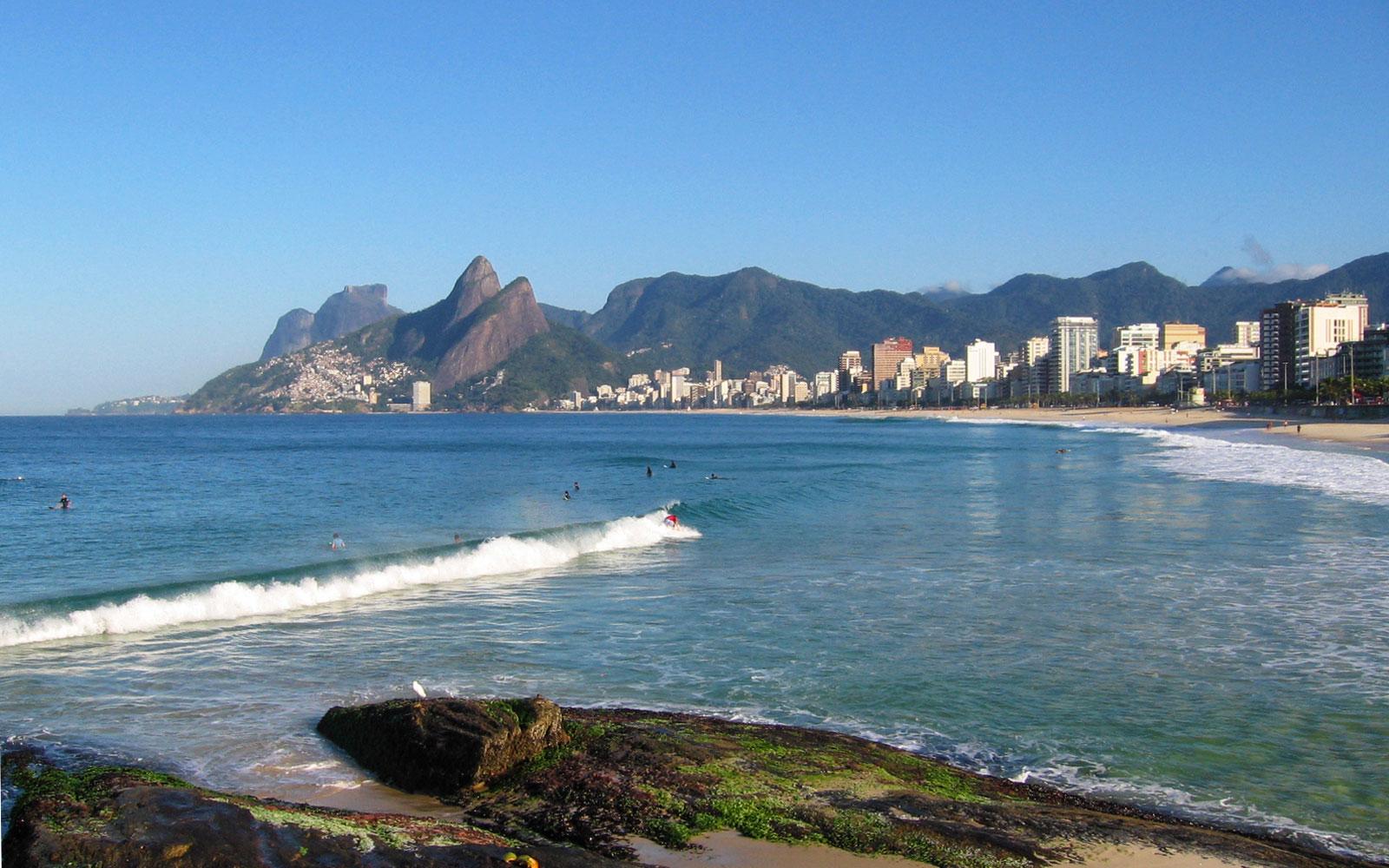 Пляж Ипанема в Рио де Жанейро, Бразилия