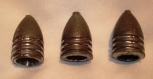 Três exemplos de projéteis tipo Miniè calibre .69.