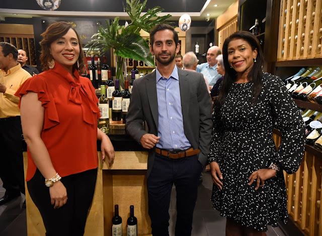 Karina Holguín, Rodrigo Gonzalo y Wanda González