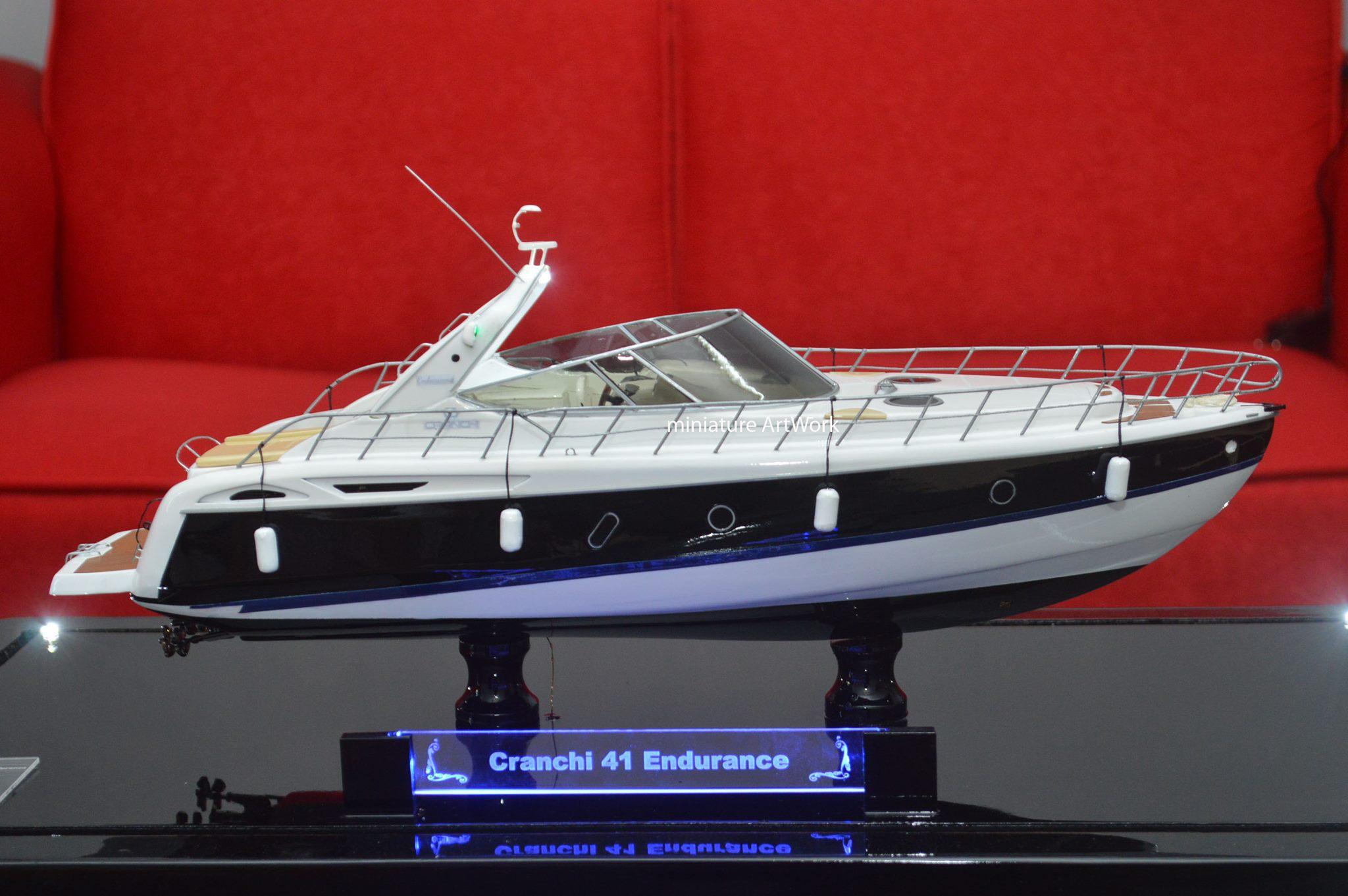 foto gambar miniatur kapal cranchi 41 endurance rumpun artwork planet kapal indonesia terbaru