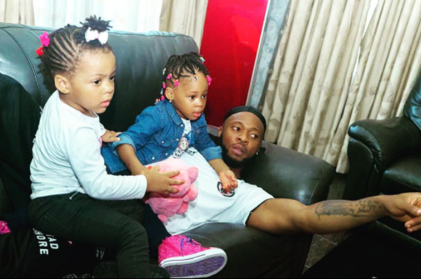Photo Of Singer Flavour And His Two beautiful Daughters
