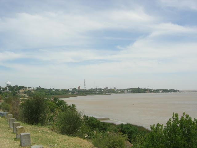 Uma das praias de Rio de Colonia del Sacramento - Uruguai - Rio da Prata