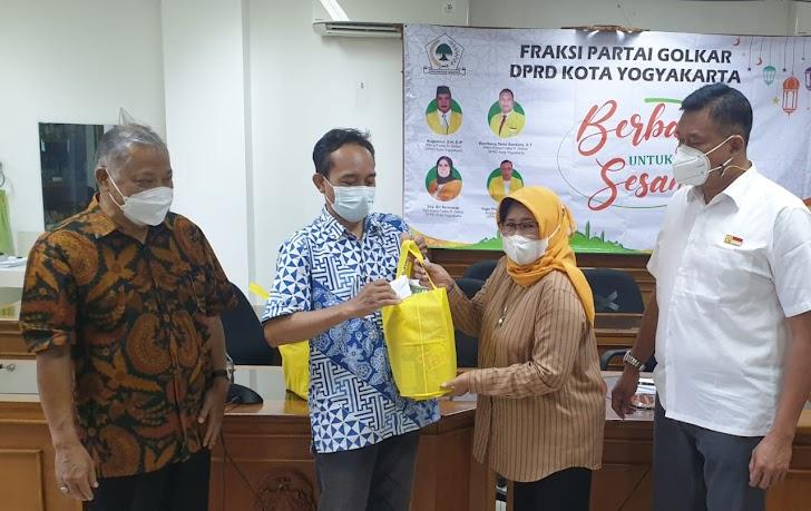 Fraksi Golkar Kota Yogya Beri Bantuan Cleaning Service, Satpam, dan Pers Hadapi Pandemi