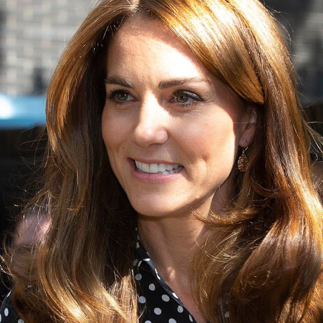 Kate Middleton's Look With Polka Dot Shirt And Culotte Pants That Reminds Us Of Queen Letizia