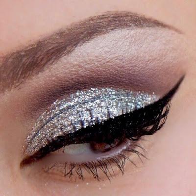 Aluminum powder in eye shadows
