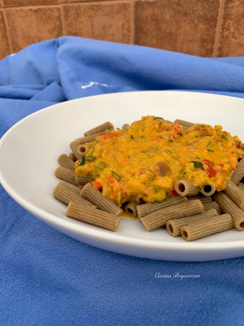 Pasta con salsa vegetal multiverduras