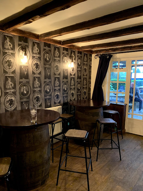 interior of British pub The Full Moon, Cholesbury