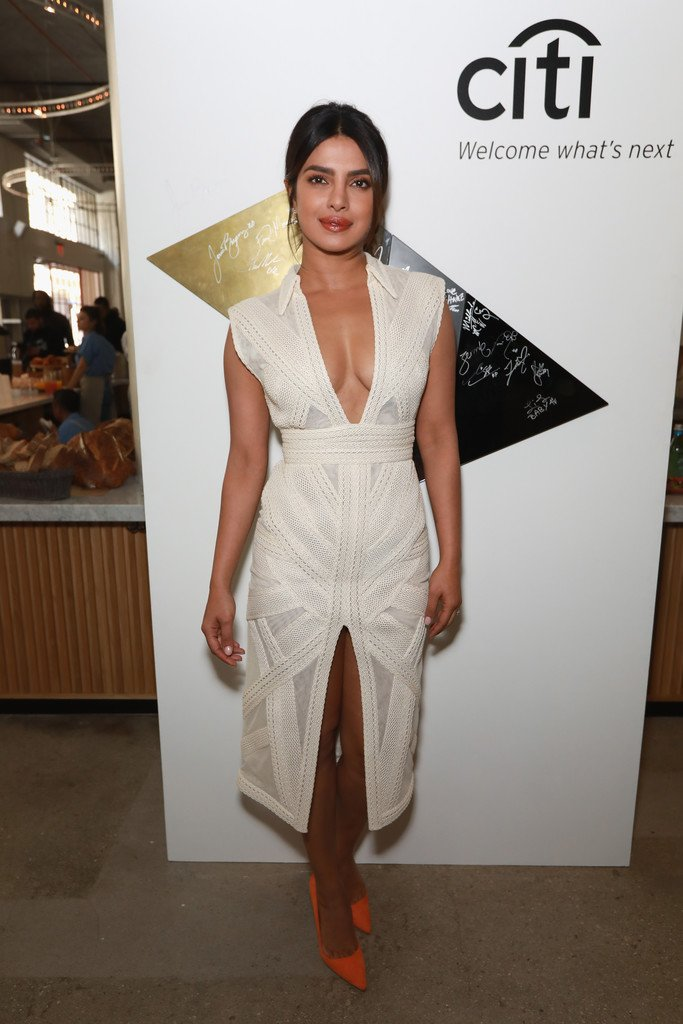 "Priyanka Chopra in Teresa Helbig Spring-Summer 2019 ""Knot Gardens"" Collection dress"