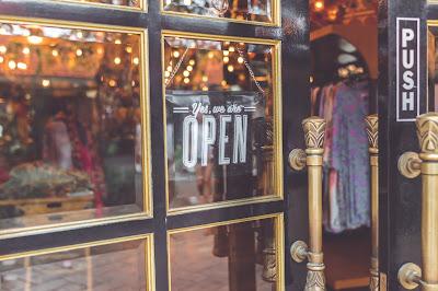 كيف يمكن للشركات الصغيرة تسويق نفسها خلال الأزمات