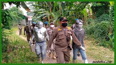 Dikejar Satpol PP, Manusia Silver di Tangsel Sembunyi di Toilet Wanita