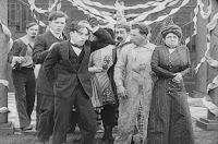 "Кадр из фильма Чарли Чаплина ""Танго-путаница"" (1914) - 13"