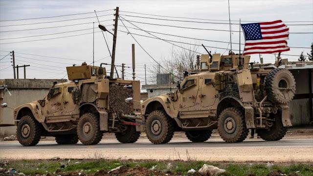 Convoy militar estadounidense patrulla campo petrolero en Siria