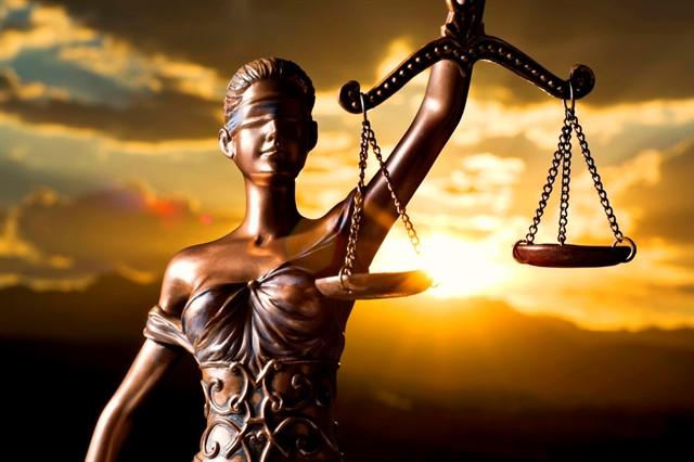 الفرق بين القاعدة القانونية والقاعدة الدينية و تأثير الدين على قواعد القانون