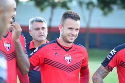 Atlético volta a perder jogador para o futebol do exterior