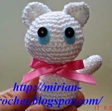 http://mirian-crochet.blogspot.com.es/2007/08/gatinho-branco.html