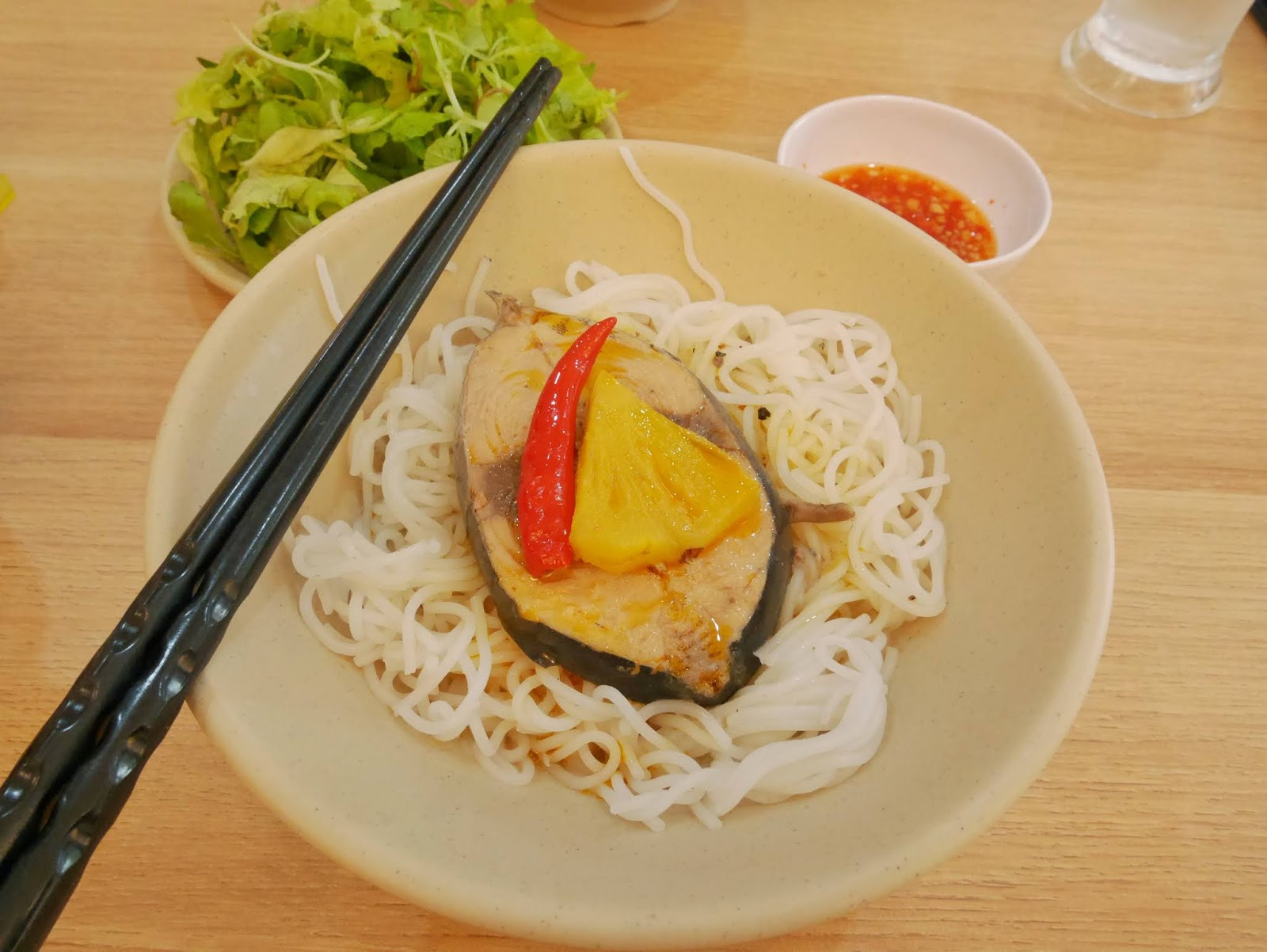 Delicious and Cheap: Mackerels steak with noodle   at Mô Rứa, Hue