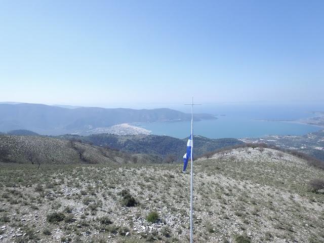 Έστησαν την Ελληνική Σημαία στο ψηλότερο σημείο της Ηγουμενίτσας (+ΒΙΝΤΕΟ)
