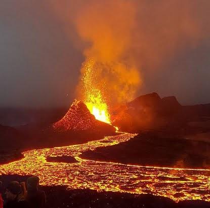 Ισλανδία : Το ηφαίστειο Fagradalsfjall γίνεται ακόμα πιο δραστήριο και εκρηκτικό