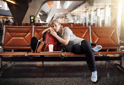 Tips perjalanan: ketahui hak Anda kala Penerbangan ditunda, dibatalkan, atau sangat banyak dipesan.