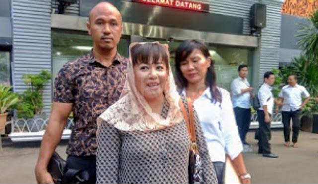 Laporan politikus PDIP Dewi Tanjung terkait kepemilikan bendera PKI oleh Persaudaraan Alumni (PA) 212 ditolak oleh Polda Metro Jaya. Laporan Dewi Tanjung ditolak lantaran kurang bukti.