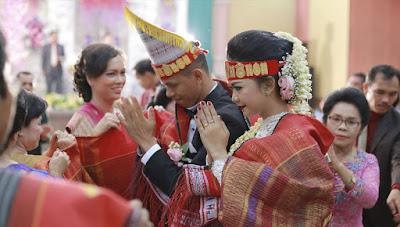 Hasil gambar untuk pernikahan adat batak