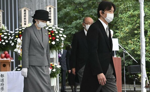 Crown Prince Akishino, Crown Princess Kiko, Princess Mako and Princess Kako visited the Chidorigafuchi National Cemetery in Chiyoda-Ku