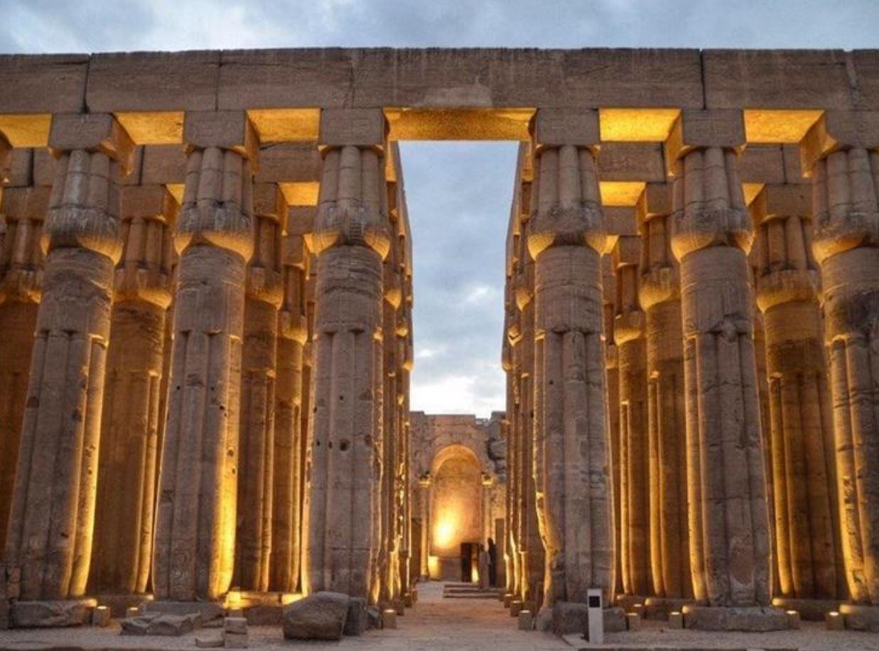 """""""الأقصر"""" يحتفي بالسينما الإفريقية وسط معابد الكرنك التاريخية"""