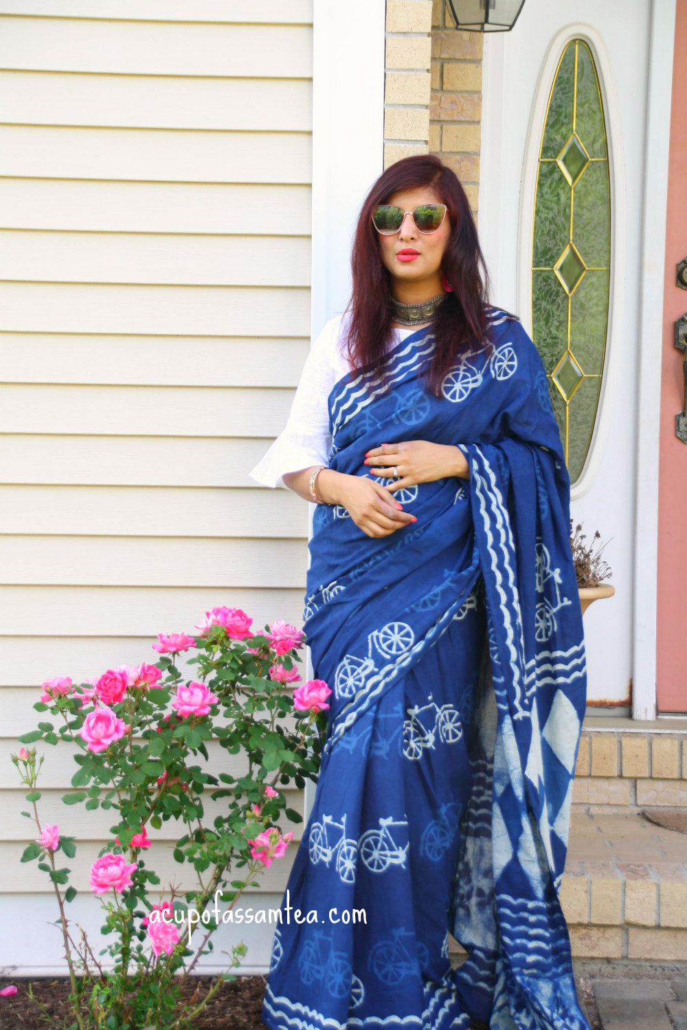 f3dad8b5853 Well, I am not a purist when it comes to wearing saree. I team my saree  with crop tops, shirts, and whatnot. This one is clubbed with a white crop  top, ...