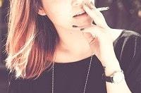 La donna che fuma è più a rischio di osteoporosi