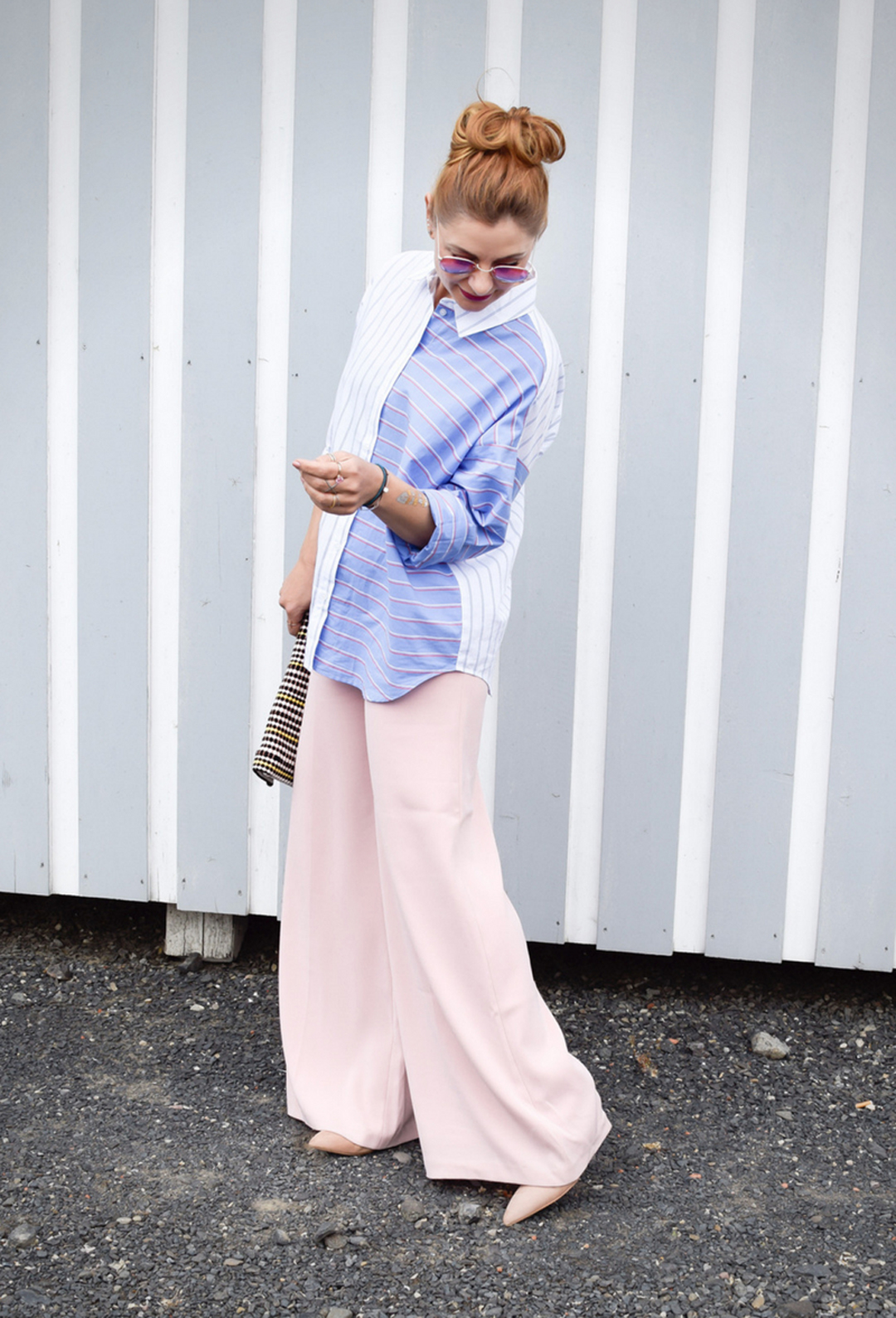 gestreifte Bluse in Hellblau, Marlene Hose in Rosa, Modeblog