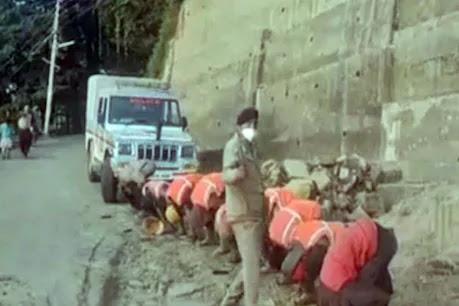 हिमाचल: ठेकेदार का मोबाइल हुआ गुम तो मजदूरों को बना दिया मुर्गा, देखते रहे पुलिसकर्मी