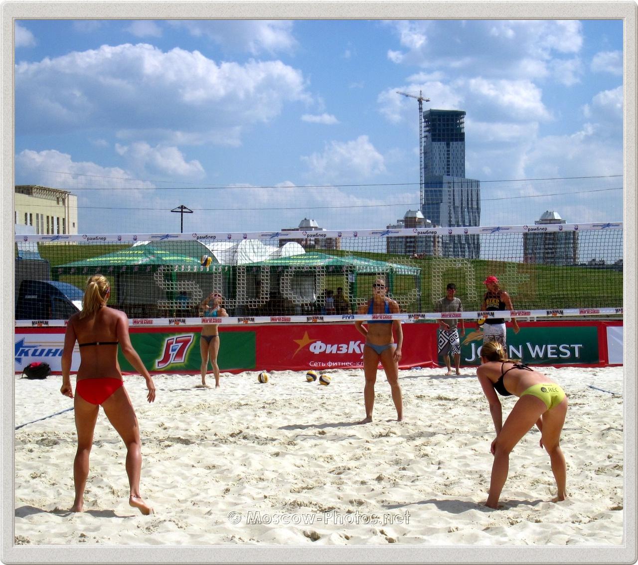 Kristyna Kolocova & Marketa Slukova in Moscow