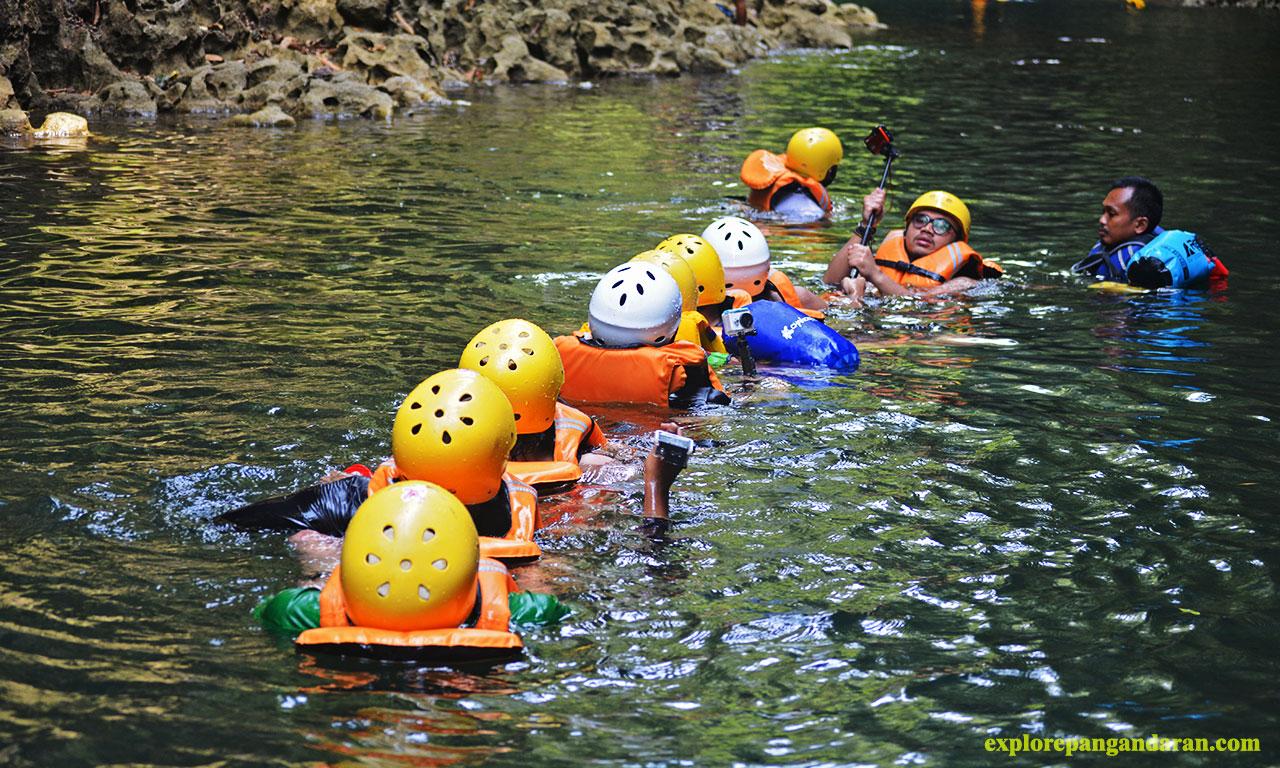 aktivitas body rafting di green canyon pangandran