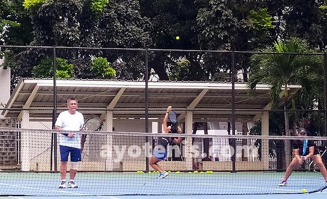 Kiat Ketum PP PELTI Jalin Keakraban, Main Tenis dan Makan Bersama Atlet Pelatnas