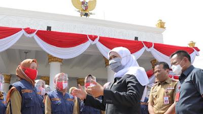 Gubernur Khofifah Minta 10 Lulusan Terbaik IPDN Angkatan XXVII Ditempatkan di Pemprov Jatim