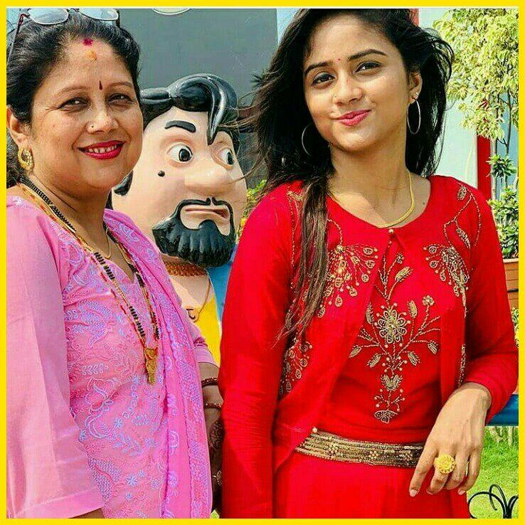 (TikTok Star) Nisha Guragain Biography In Hindi | Birthday ...