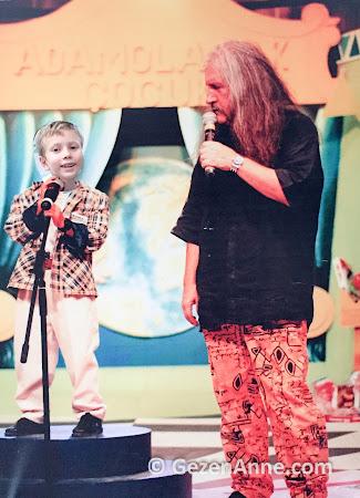 Adam Olacak Çocuk sahnesinde Barış Manço ile oğlum