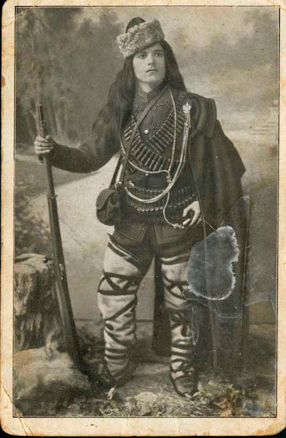 Donka Ushlinova (Донка Ушлинова) - female soldier in the Ilinden Uprising, the Balkan Wars and World War I