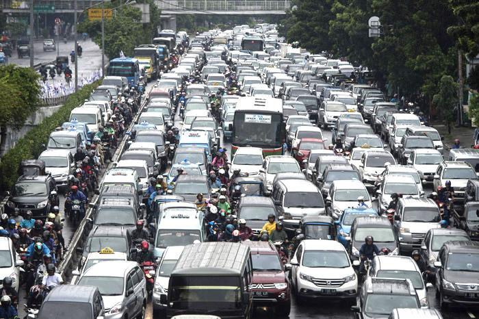Djakarta: benci tapi cinta