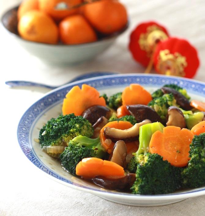 Stir-fried broccoli and mushroom recipe by SeasonWithSpice.com