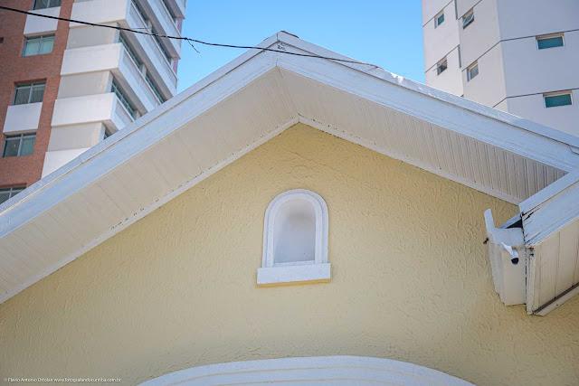 Casa na Rua Moysés Marcondes - detalhe capelinha (vazia) na fachada