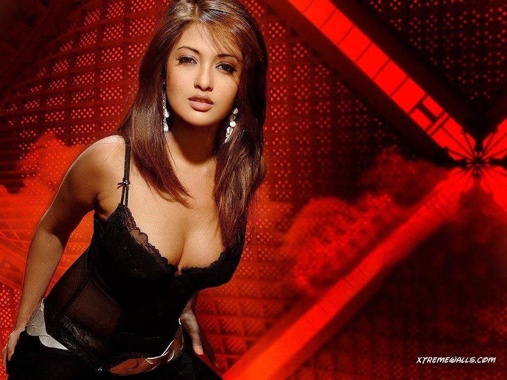 Riya sen bollywood actress right! like