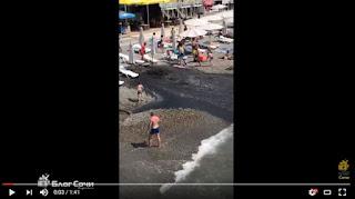 Wisatawan Pantai BUBAR Karena Secara Tiba-Tiba Muncul Air Got Di Bibir Pantai