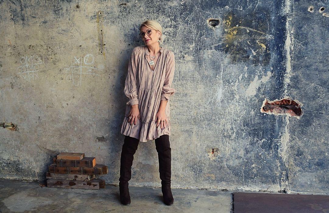 rosa-minikleid-overknees-outfit