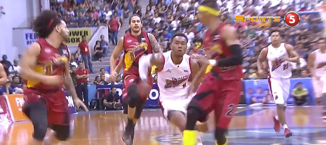 Unstoppable Calvin Abueva Goes Coast-to-Coast vs San Miguel (VIDEO)