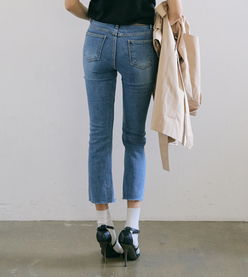 Faded Frayed Hem Jeans