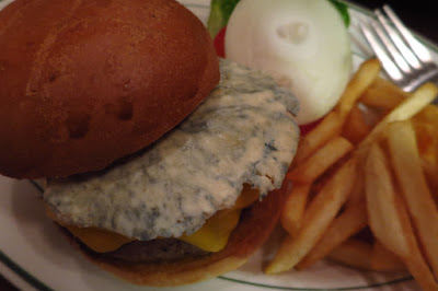 Dan Ryan's - blue cheese burger