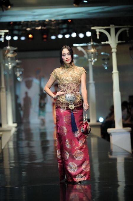 Model Kebaya Anne Avantie Untuk Wisuda Terbaru