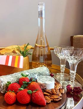 A Happy Hour inspirada em uma linda garrafa de vinho rosé