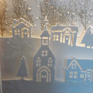 In der Nahaufnahme seht ihr den Schnee, den ich mit der Stampin'Up! Strukturpaste aufgebracht habe.
